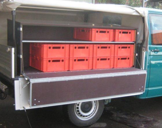 Werkzeugkiste für Bundesforst-Fahrzeuge mit geteilter Klappe und Stauboxen